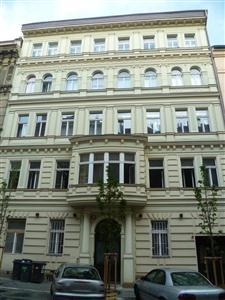Prodej  bytu  1+kk  na  Praze  3  Vinohradech,  nám.  Jiřího  z  Poděbrad,  Řipská