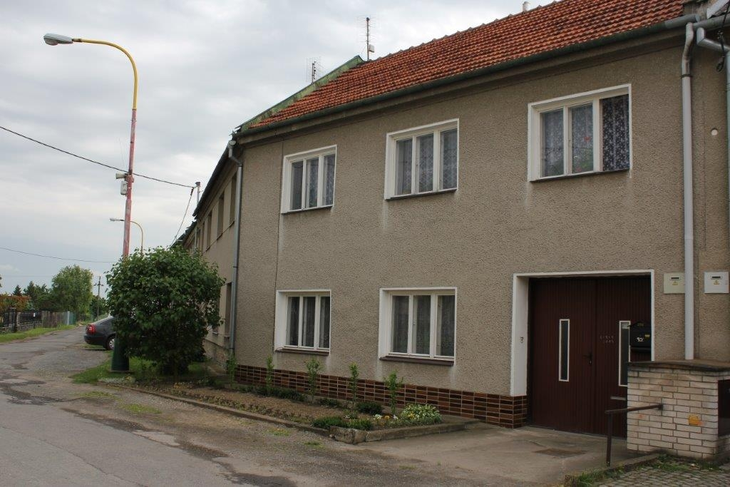 Pohled na dům a slepou ulici