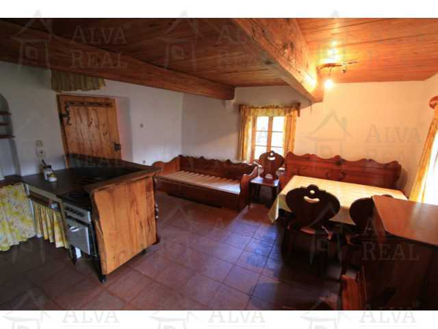 ?=Jídelna s kuchyní poslou¾í i jako obývací místnost - (9019535)